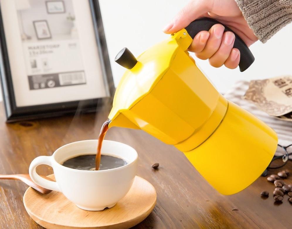 café espresso de cafetera italiana moka para inducción