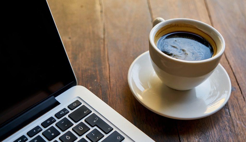 taza de café expreso hecho con cafetera italiana Bonvivo Inteca